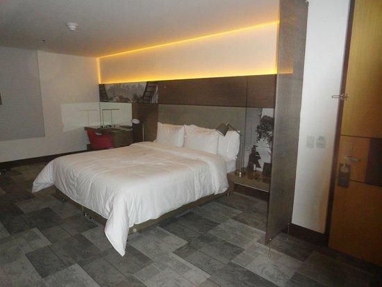 EK Hotel: bedroom