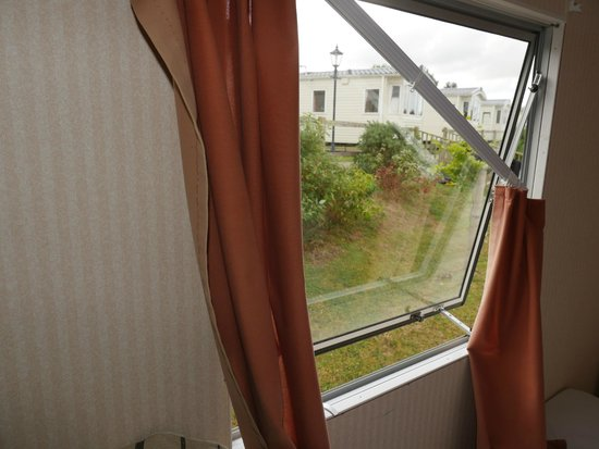 Rookley Country Park: broken curtains
