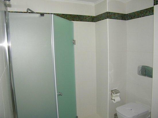 Atrium Platinum Hotel: bathroom