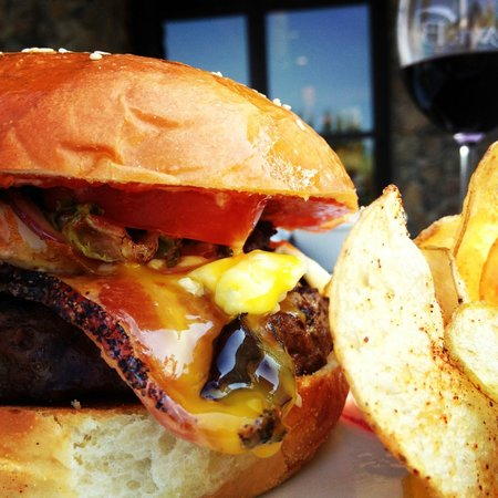 Cave B Inn & Spa Resort: Kobe Burger, Tendrils