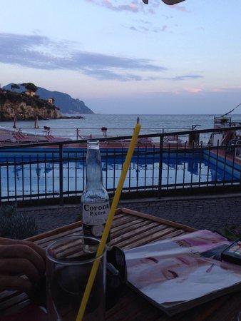 Bar della Piscina: Qui si che si sta bene e lo staff gentilissimo!!! ��