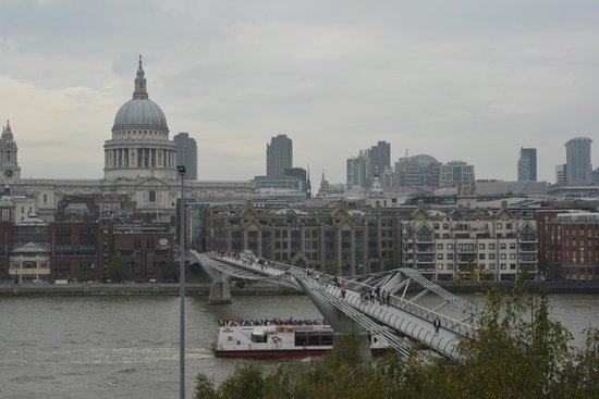 Millennium Bridge : View from tate Modern
