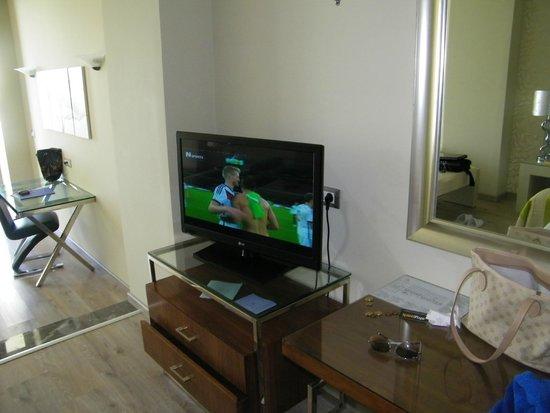 Atrium Platinum Luxury Resort Hotel & Spa: room 32' lcd tv