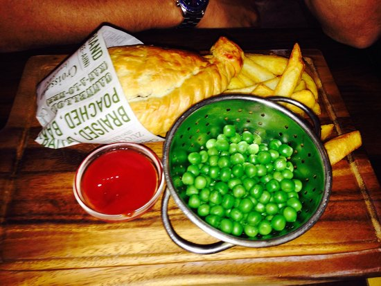 Worlds End Inn: Pasty, chips and peas :-)