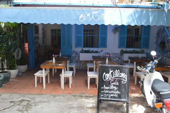 ARTillery : lovely cafe with an amazing ambience