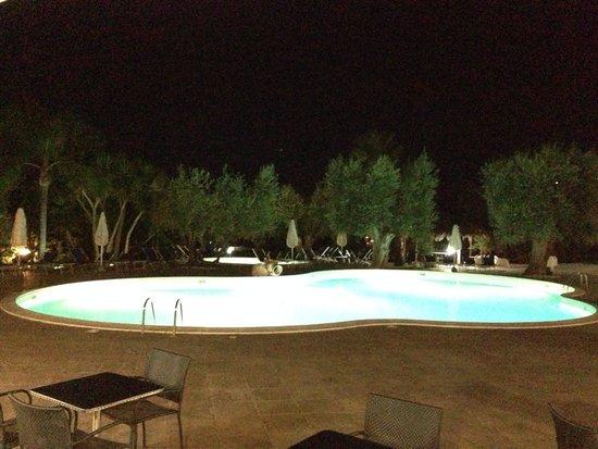 Residence Paradise: La piscina di sera