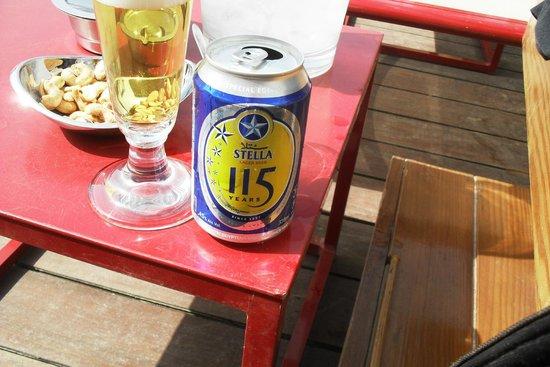 Fairmont Cairo, Nile City: Cerveza en la terraza, hay un bar y servicio