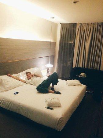 B-Hotel: room