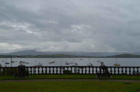 Bantry House & Garden : view from the front yard