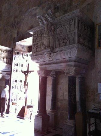Cathedral of Santa Maria : Pulpito di Guglielmo nella Cattedrale di Cagliari