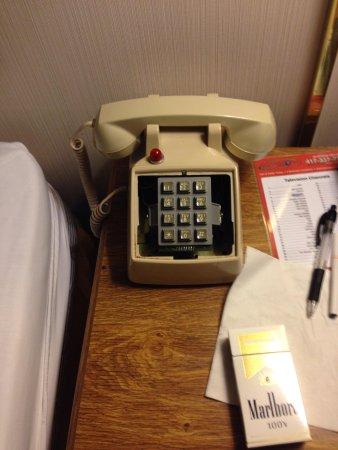 Branson Plantation Inn: Phone in my room!