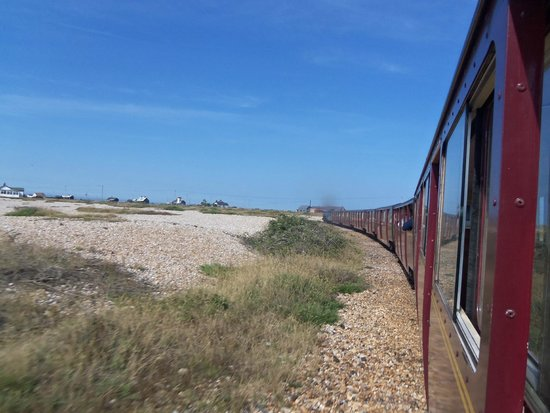Romney, Hythe and Dymchurch Railway: leaving dungeness
