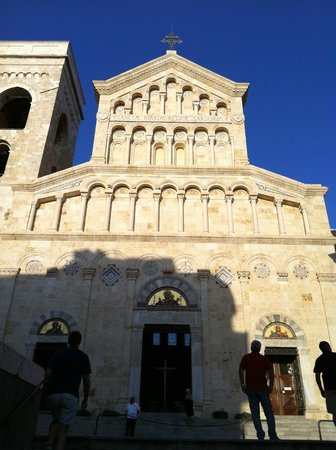Santa Maria del Fiore: Facciata della Cattedrale di Cagliari