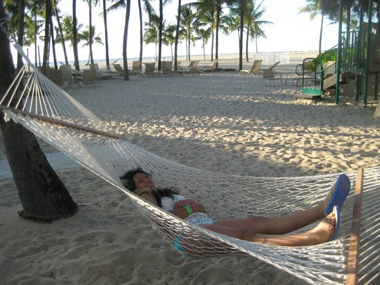 Lago Mar Resort and Club : Three Hammocks available