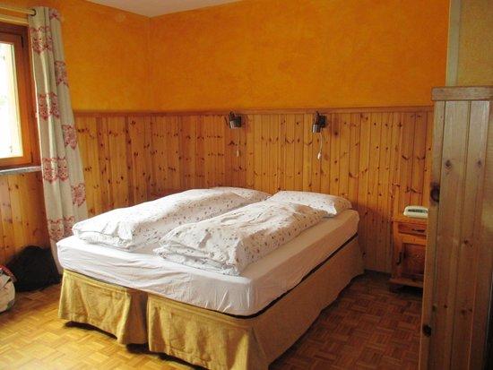 Hotel Flora Alpina : Letto