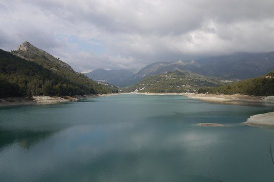 Guadalest Valley: Over the lake