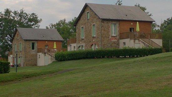 VVF Villages Vendes : vue extérieure sur les logements en appart' à part avec leur grande terrasse équipée