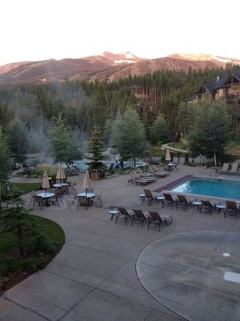 Grand Timber Lodge: pools overlooking the mountains