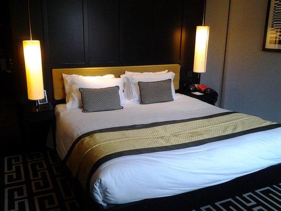 The Fitzwilliam Hotel Belfast: Beautiful king size room