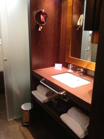 Ayre Hotel Astoria Palace: Salle de bains en chambre supérieure