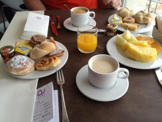 Ayre Hotel Astoria Palace: Le petit déjeuner continental