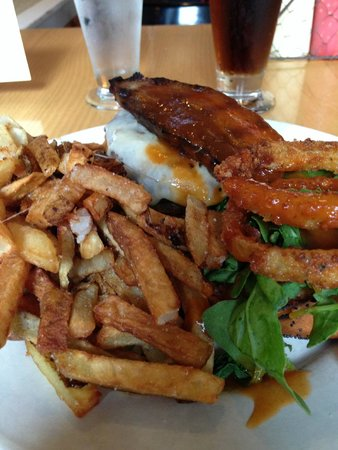 The Farmhouse Tap & Grill : Huge, but so good!
