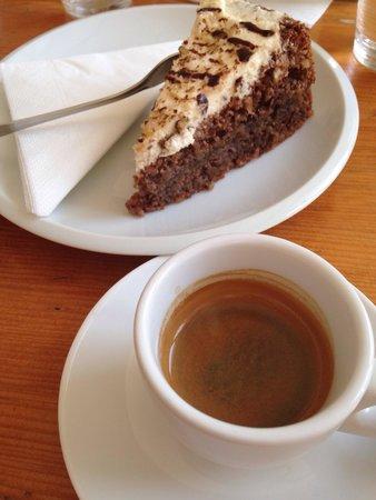 Tricafe: Nuts cake, espresso