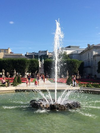 Mirabell Palace and Gardens: Beautiful fountain and views of the castle