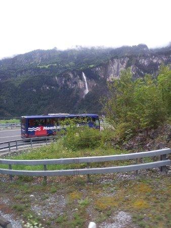 Männlichenbahn Grindelwald: Estrada em serpentina.