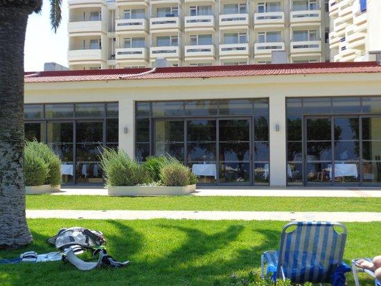 Electra Palace Rhodes: Основной ресторан с видом на море