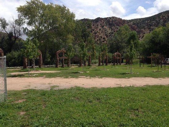 El Santuario de Chimayo: Near the front entrance - built by people