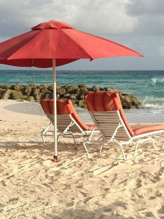Ocean Two Resort & Residences: comfy loungers