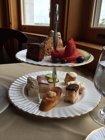 Dalvay By The Sea Restaurant: High tea à la PEI