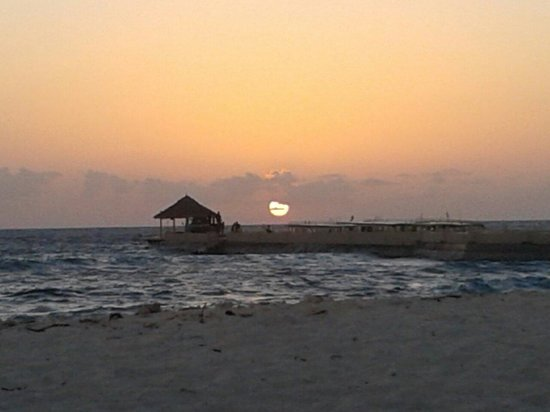 Adaaran Select Hudhuranfushi: Beautiful sunset