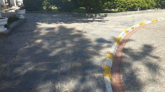 Kadikale Resort: Rocky Pavements