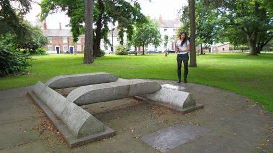 Shrewsbury Abbey: Memorial