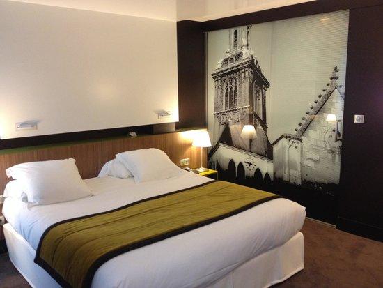 BEST WESTERN PLUS Hotel de la Paix: Large Bed for Two Persons