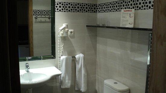 Bajondillo Apartments: Ванная комната