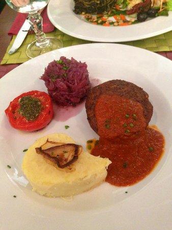 Le Potager du Marais: steak vegan sauce tomate purée de pommes de terre et choux pomme chauds