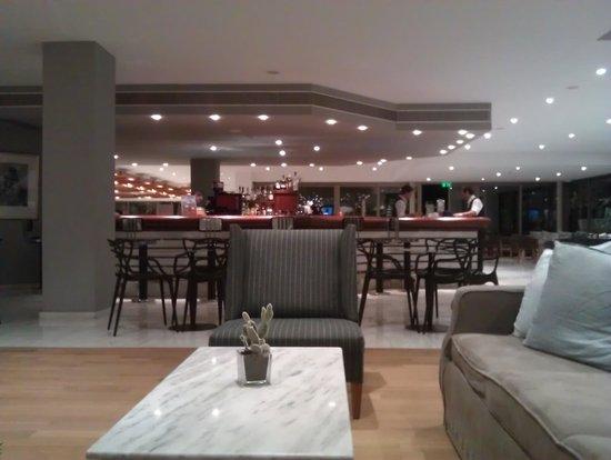 Kontokali Bay Resort and Spa: Main bar