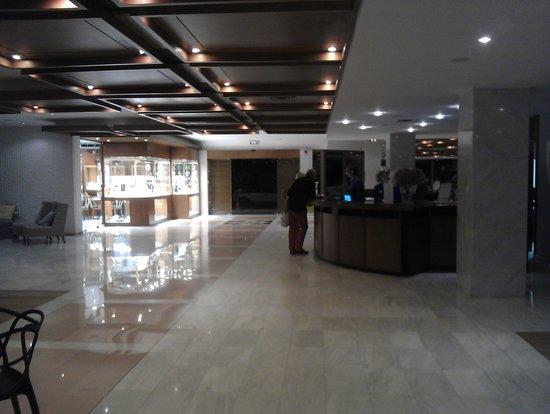 Kontokali Bay Resort and Spa: Reception and jewelry shop