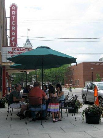 Willard Restaurant: sidewalk dining