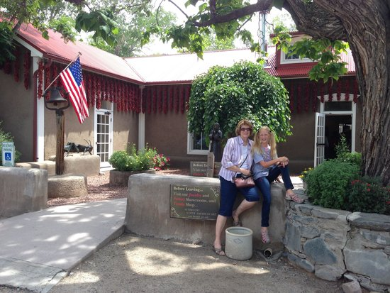 Rancho de Chimayo Restaurante: Front entrance (with these ladies)