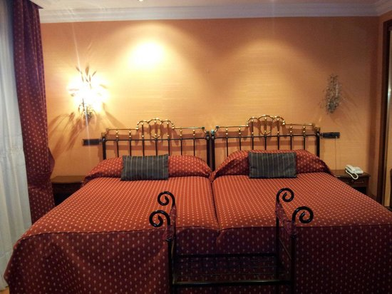 Hotel Fernán González: Preciosa habitación