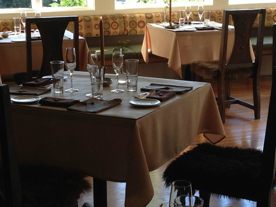 Willows Inn Restaurant: The main dining room has approximately 12 tables