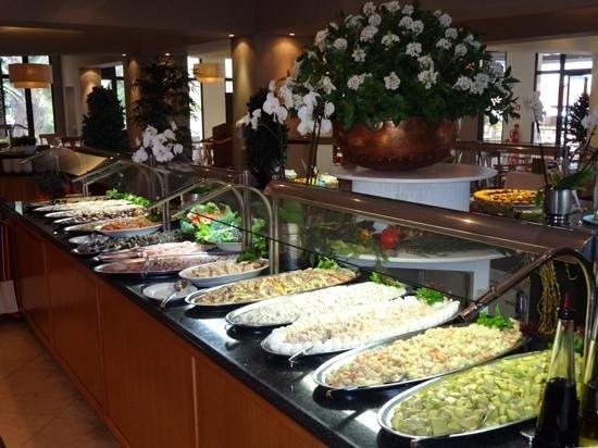 Suite Hotel Eden Mar: visbuffet