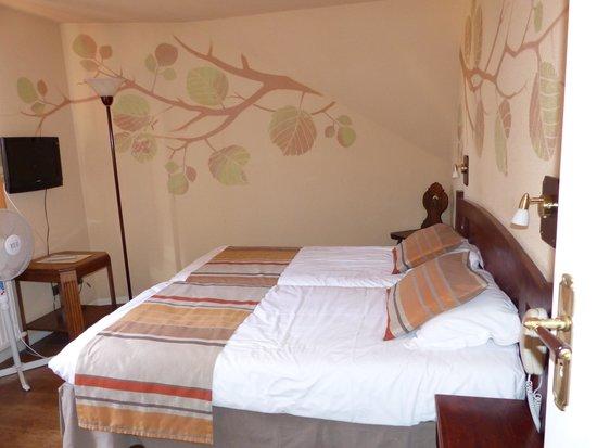 Hotel De La Couronne : chambre