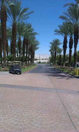 Westin Mission Hills Golf Resort & Spa: Beautiful front from the resort main reception.