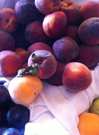 BelleVue Club: fresh fruit served daily