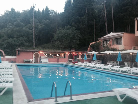 Montaniola Hotel: Бассейн